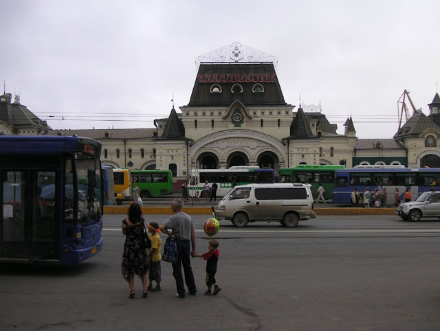 La gare du transsibérien à Vladivostok, 17 juillet 2010. Photo : J. Michel