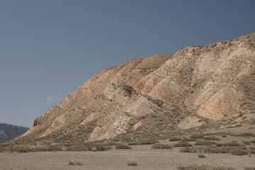 Lehmberge mit schöner Bänderung südlich von Terek