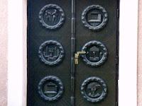 27 Az egyik ajtó.JPG
