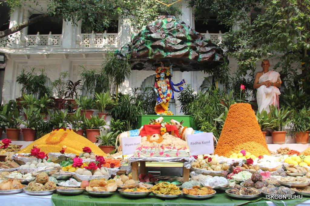 Govardhan Annakut Darshan  At ISKCON Juhu on 31st Oct 2016 (54)