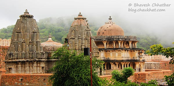 Premises of Kumbhalgarh with beautiful misty mountains