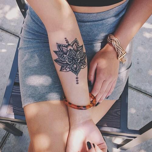 Uma flor mandala tatuagem ideias para meninas