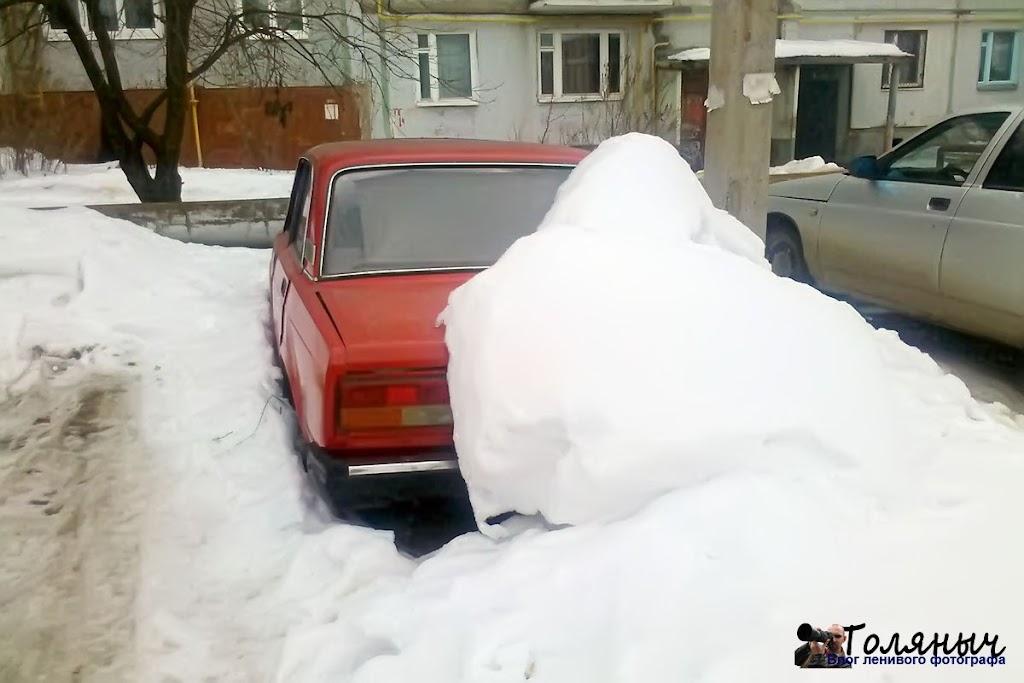 Эта машина на улице Тулськой уже была пару кадров назад, другой ракурс.