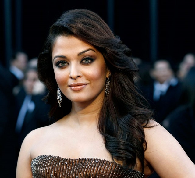 aishwarya rai, bare shoulders