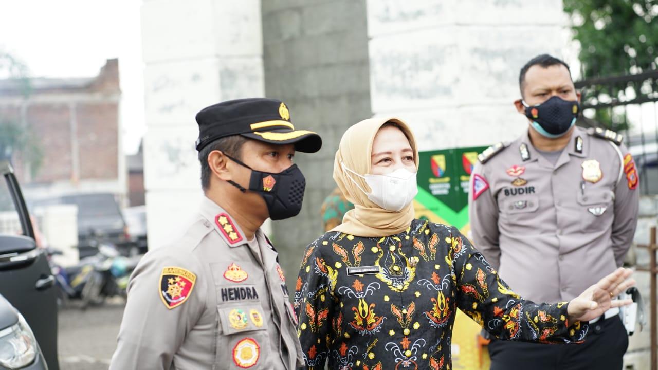 Kapolresta Bandung Polda Jabar Berikan Motivasi Kepada Pasien Covid Di Karantina