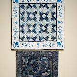 en haut - ANANAS BLEUS 120 x 120 cm - piécé et quilté machine par Chantal Boulesteix - en bas - VAGUES MARINES 80 x 80 cm - piécé et quilté machine par Brigitte Le Guerroué