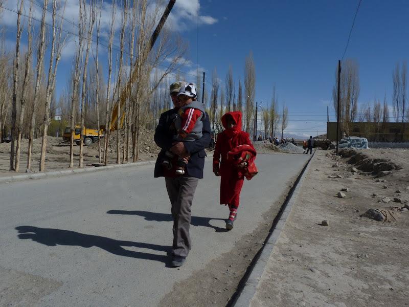 XINJIANG. Karakoram Highway, lune des plus haute route au monde, en passant a 4400 m - P1280598.JPG