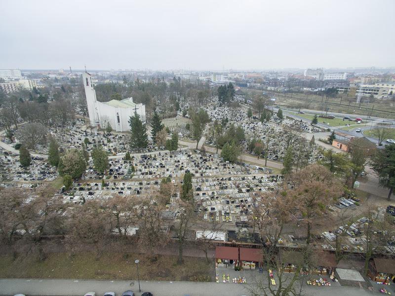 wynajem drona zdjęcia z lotu ptaka z drona cmentarz Nowofarny przy ul Altyleryjskiej Zaświat w Bydgoszczy z lotu ptaka