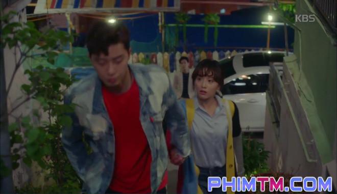 Nổi cơn ghen, Park Seo Joon… áp mặt sát vào Kim Ji Won - Ảnh 9.