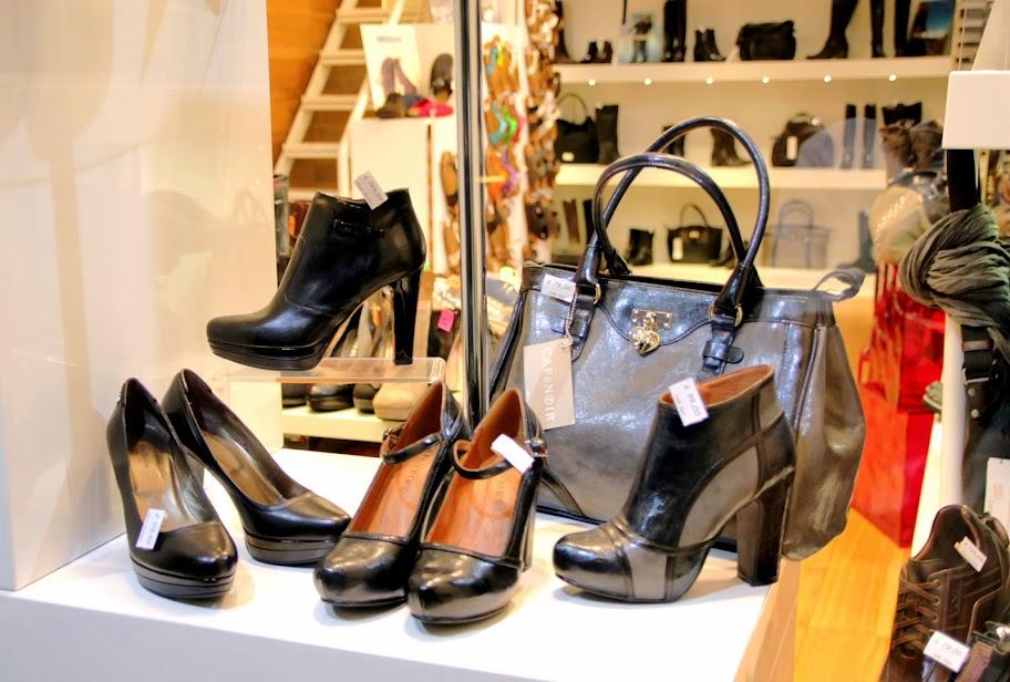 Toma calzature negozio di scarpe Nero Giardini