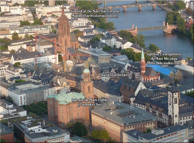 Casco histórico de Frankfurt visto desde la azotea de la Main Tower