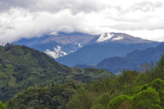 Le Cotacachi depuis Peñaherrera (Imbabura, Équateur), 10 décembre 2013. Photo : J.-M. Gayman