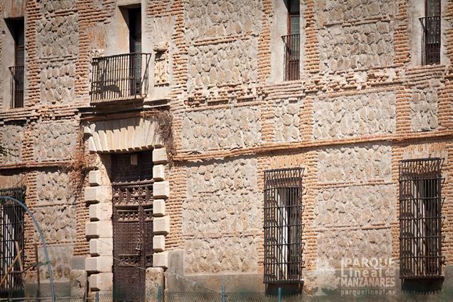 Detalle de la fachada principal de la casa de Gózquez de Arriba