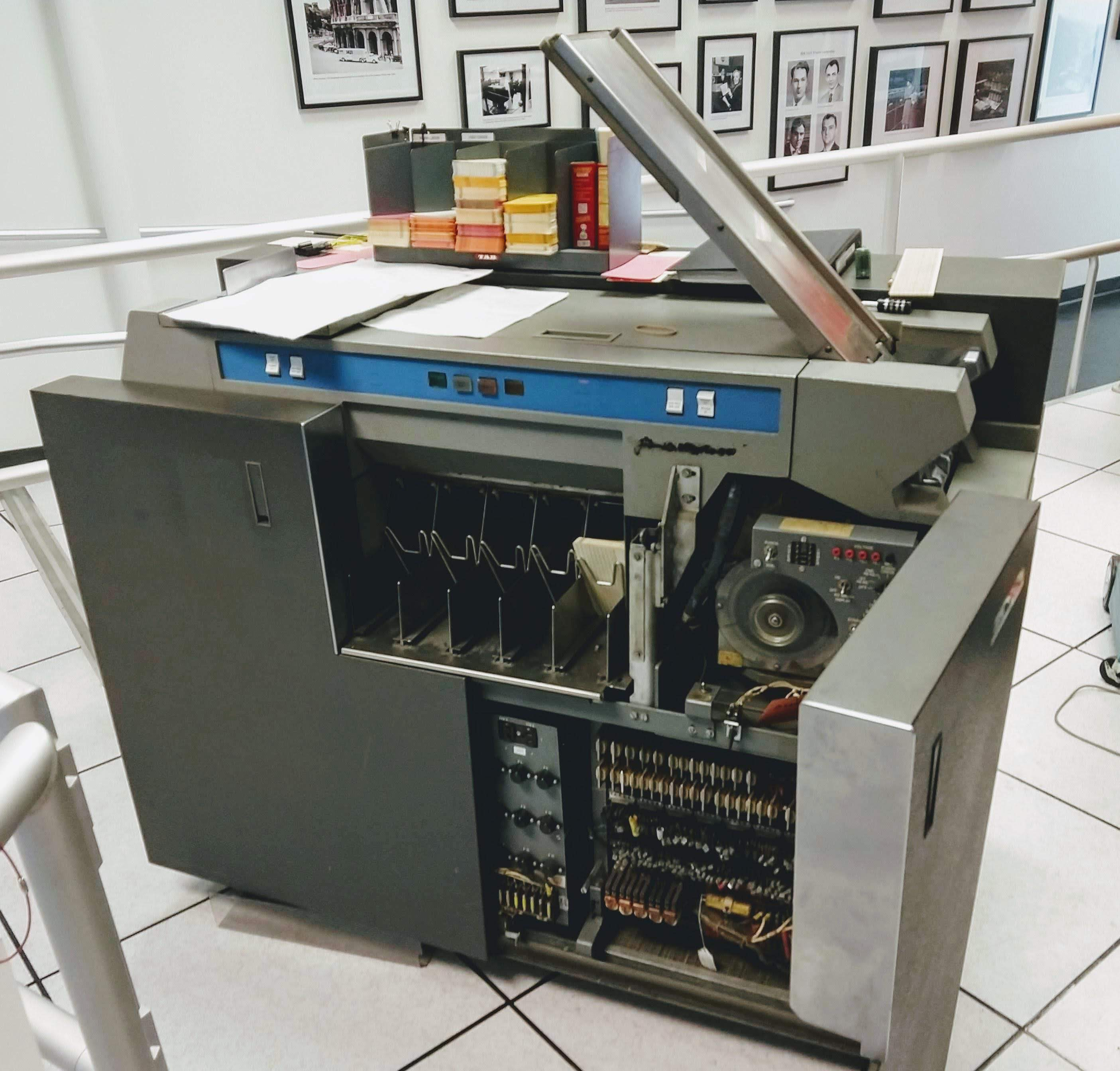 Bad relay: Fixing the card reader for a vintage IBM 1401 mainframe