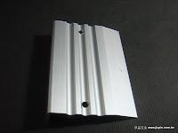 裝潢五金品名:0267-樓梯止滑條規格:6.2*600CM顏色:鋁色註:尺寸可裁切功能:可裝於樓梯台階上有止滑作用玖品五金