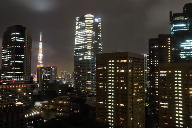 Vue de la Tokyo Tower depuis la Sky Avenue de l'hôtel Ana Intercontinental