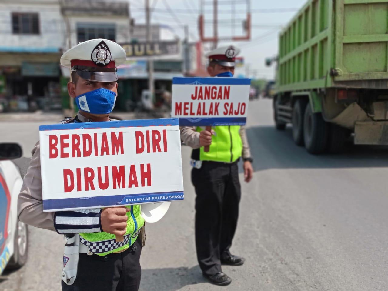 Cegah Wabah Virus Corona, Satlantas Polres Sergai laksanakan Public Addres gunakan Papan Himbauan Banner