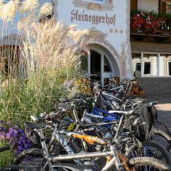 Bikeständer vor Hotel_1.JPG