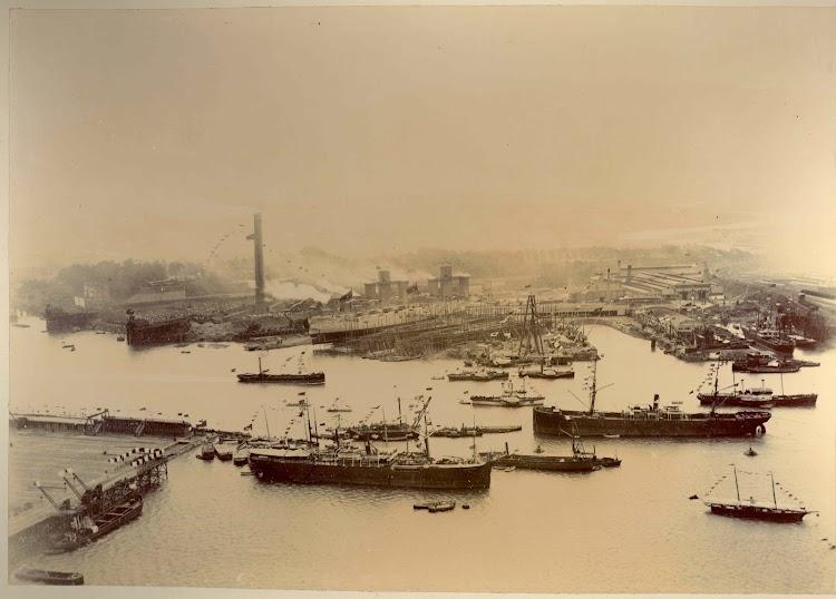 Foto del álbum donado al museo marítimo de Bilbao por la familia Rivas, propietaria de los Astilleros del Nervión. Museo Marítimo Ría de Bilbao. 30 agosto 1890. Remitida por Juan Rekalde.jpg