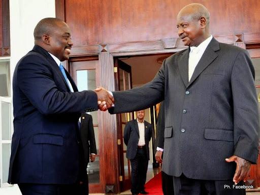 Le président Joseph Kabila de la RDC et Yowerie Museveni de l'Ouganda se sont rencontrés à huis clos, lundi 2 décembre 2013 à Entebbe (30 km de Kampala)
