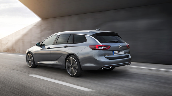 Opel-Insignia-Sports-Tourer rear