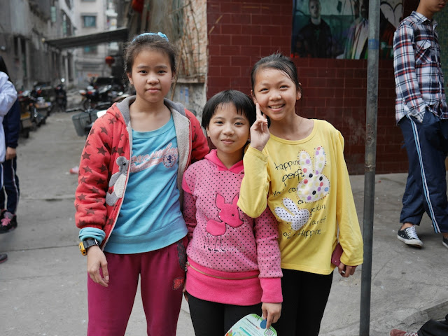 three girls in Maoming, China