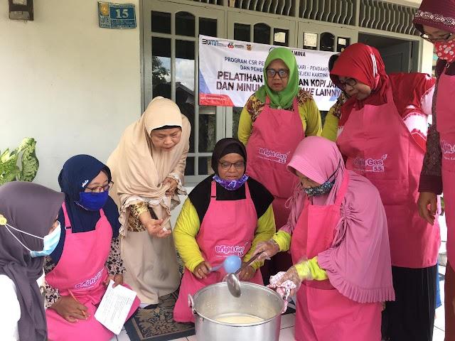 Tingkatkan Kapasitas Binaan CSR, Pertamina Gelar Pelatihan Pembuatan Kopi Jahe di Banjarbaru