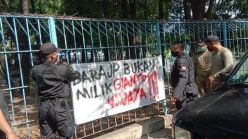 Spanduk Rasialisme Bertebaran di Kota Surabaya, Petugas Bergerak