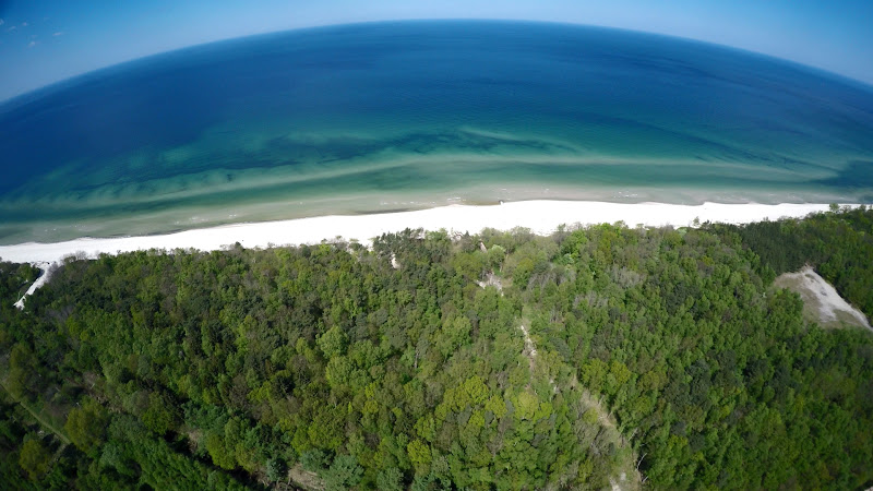 wynajem drona zdjęcia z lotu ptaka z drona Kołobrzeg - Morze Bałtyckie w maju z lotu ptaka