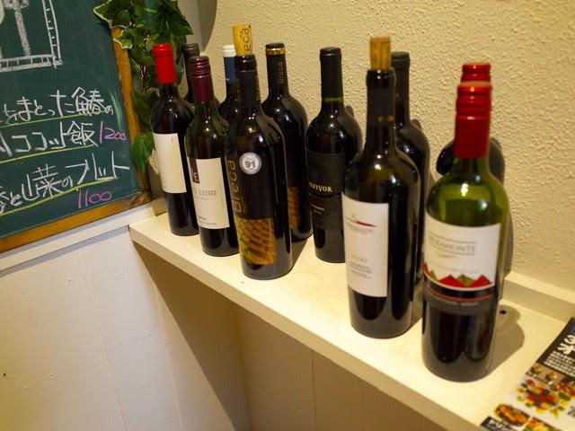 店頭にずらりと並べられたワインの数々