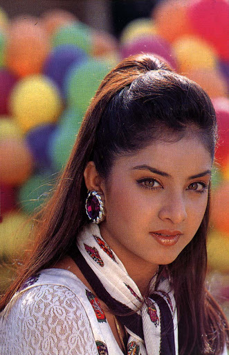 Divya-Bharti-Hot-HD-Wallpapers