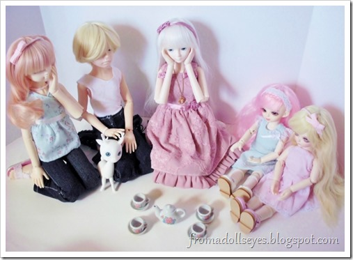 Having a ball jointed doll tea party, with one problem. Not enough cups!