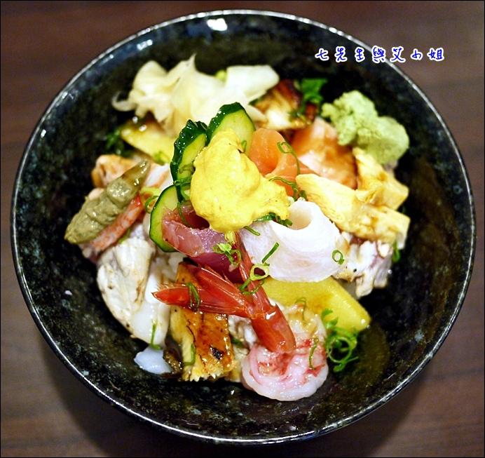 8 海鮮丼+海膽