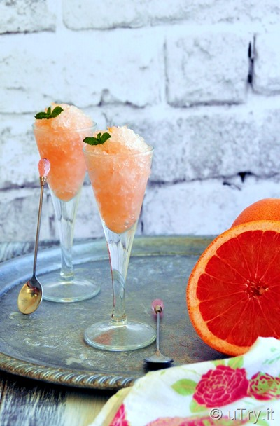 How to Make Pink Grapefruit Frosé 玫瑰香檳柚子冰冰 - a refreshing summer treat made with Pink Grapefruit and frozen Rosé Champagne    http://uTry.it