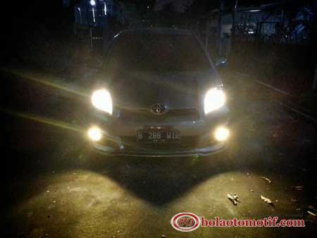 modifikasi toyota yaris lampu depan malam hari