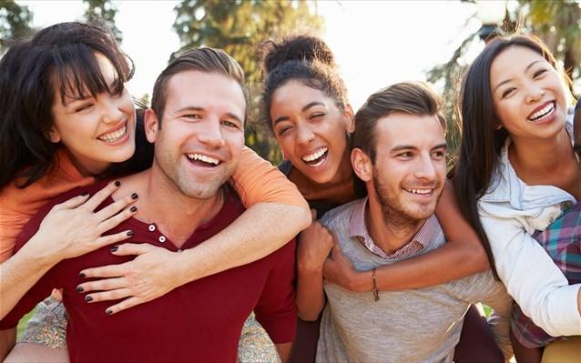 Δεν είναι ελκυστικοί οι άνδρες που έχουν φιλικές σχέσεις με πολλές γυναίκες