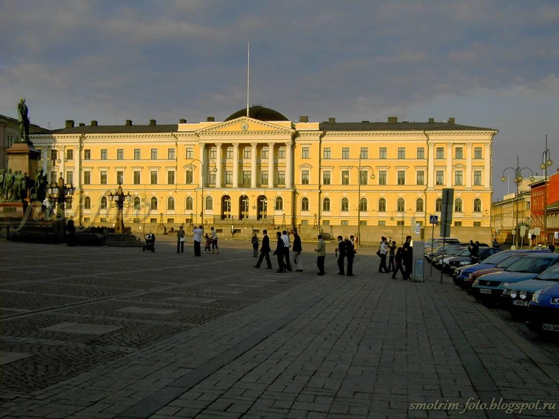 Хельсинки, Сенатская площадь - здание Сената