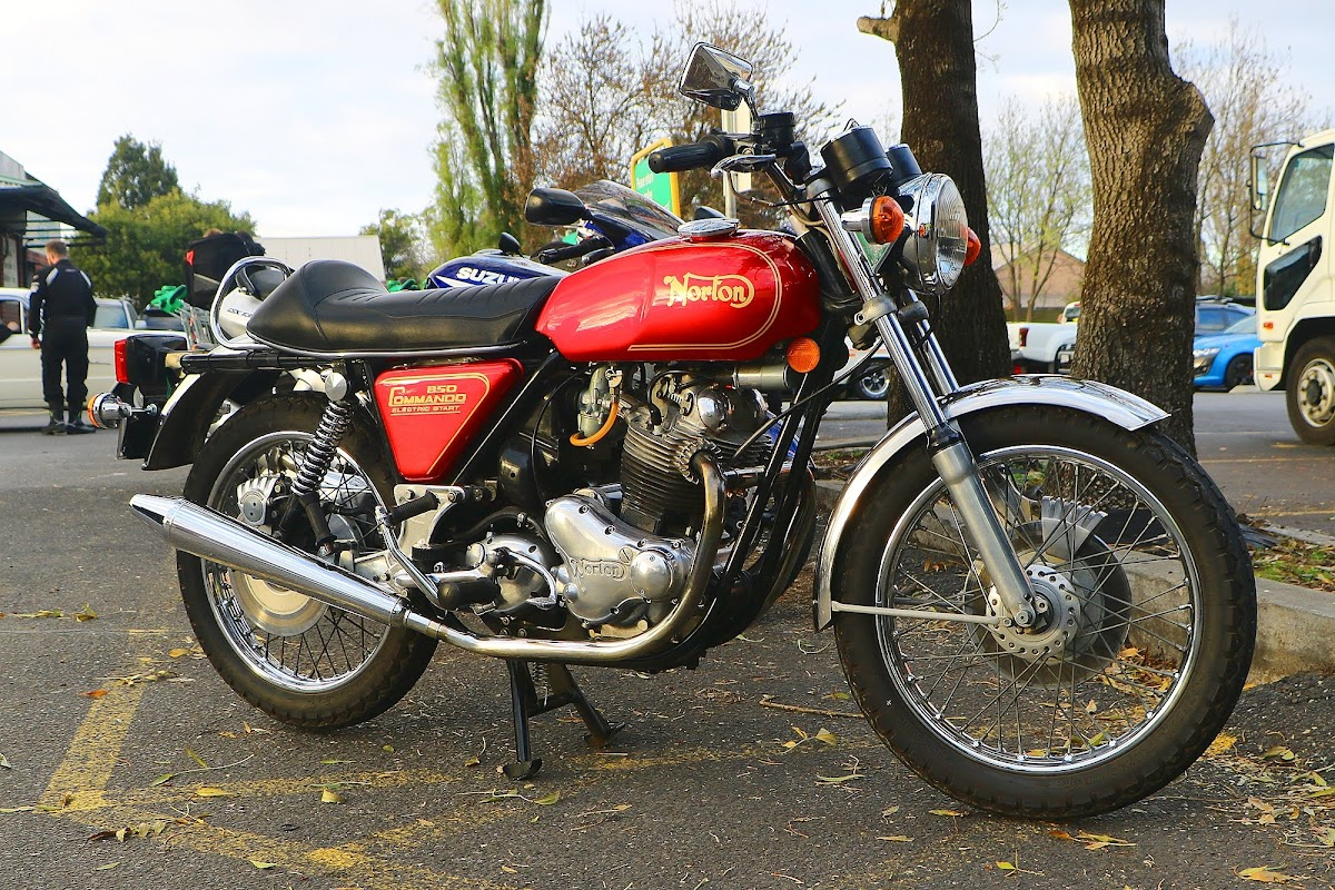 Norton 850 Commando.jpg