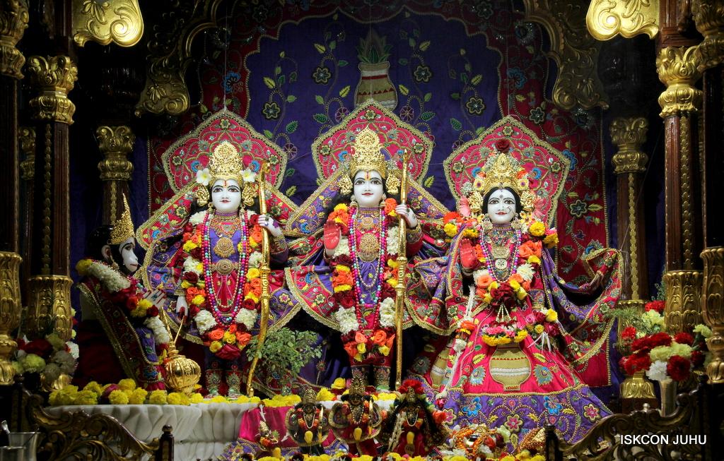ISKCON Juhu Sringar Deity Darshan on 20th Jan 2017 (19)