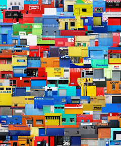 장석준(Jang SukJoon) , Toyland, Digital Print on backlight Film,    146×121cm, 2009 장석준 작가는 도시가 가지고 있는 이야기와 추억을 끄집어내는 작업을 통해 지나간 도시 혹은 현존하지만 그 존재가 미비한 도시의 흔적들을 기억해 보기를 시도한다. 이러한 흔적들을 수집하고 반복적으로 조합하는 과정을 통해 작가 특유의 독특한 현실적 풍경 사진을 만든다. 작품 '토이랜드'의 이미지들은 뉴질랜드 크라이스트처치라는 도시의 소위 '산업지구'라 불리는 외각 지역에서 공장, 회사, 간이상가 등의 건물 벽면을 모아 제작한 이미지이다. 이렇게 모여진 원색의 경쾌한 파편들은 귀엽고 단순한 색으로써, 그림 속에서 제 빛을 발하고 있다.