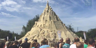 Ils construisent le plus grand château de sable au monde, mais ratent le Guinness Book des Records.
