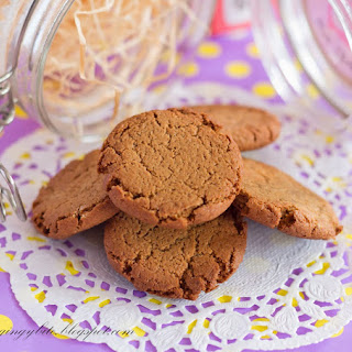 Crunchy Ginger Cookies.