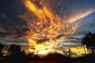 Di Waktu Senja Yang Indah