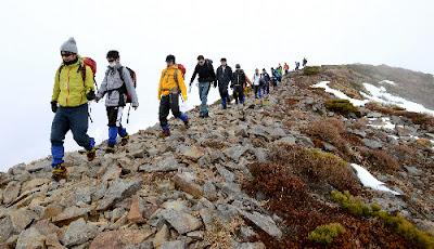伊藤忠商事、今年度から「タフネス研修」3時台起床や登山やテントでの野外の共同生活