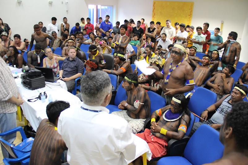 Meeting between occupiers and NorteEnergia, part of the consortium of companies constructing the Belo Monte dam (Photo: Rafael Salazar)