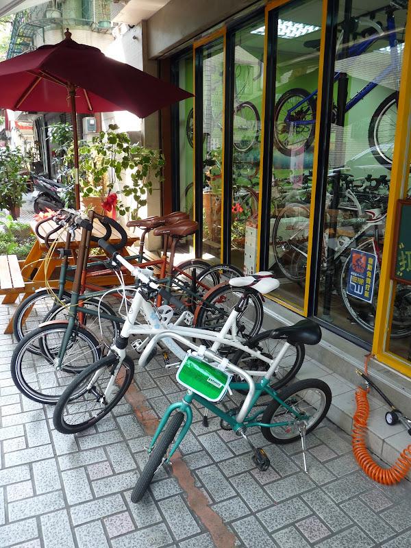 TAIWAN. Rues de Taipei près du métro Dingxi - P1160187.JPG