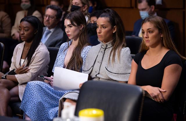 Simone Biles, Aly Raisman, McKayla Maroney e Maggie Nichols em audiência no senado dos Estados Unidos