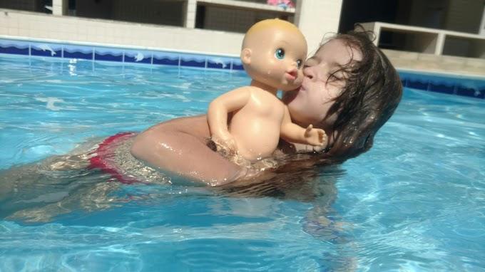 Nadando com minha Baby Alive - Duda Pereira