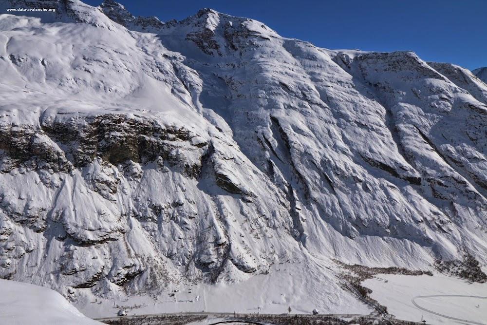 Avalanche Haute Maurienne, secteur Bessans, RD 902 Couloir d'Andagne - Photo 1