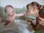 Маме тоже надо дать попробовать :) 7 месяцев и 21 день